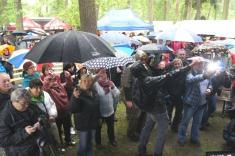 I přez nepřízeň počasí dorazil doKerska opět velký počet návštěvníků.