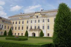 Lysá nadLabem je poprvé zmiňována již vKosmově kronice.Zámek vLysé byl vbarokní době několikrát přestavován. Nejpodstatnější změny provedl právě František Antonín Špork vroce 1696 Zámek není přístupný.